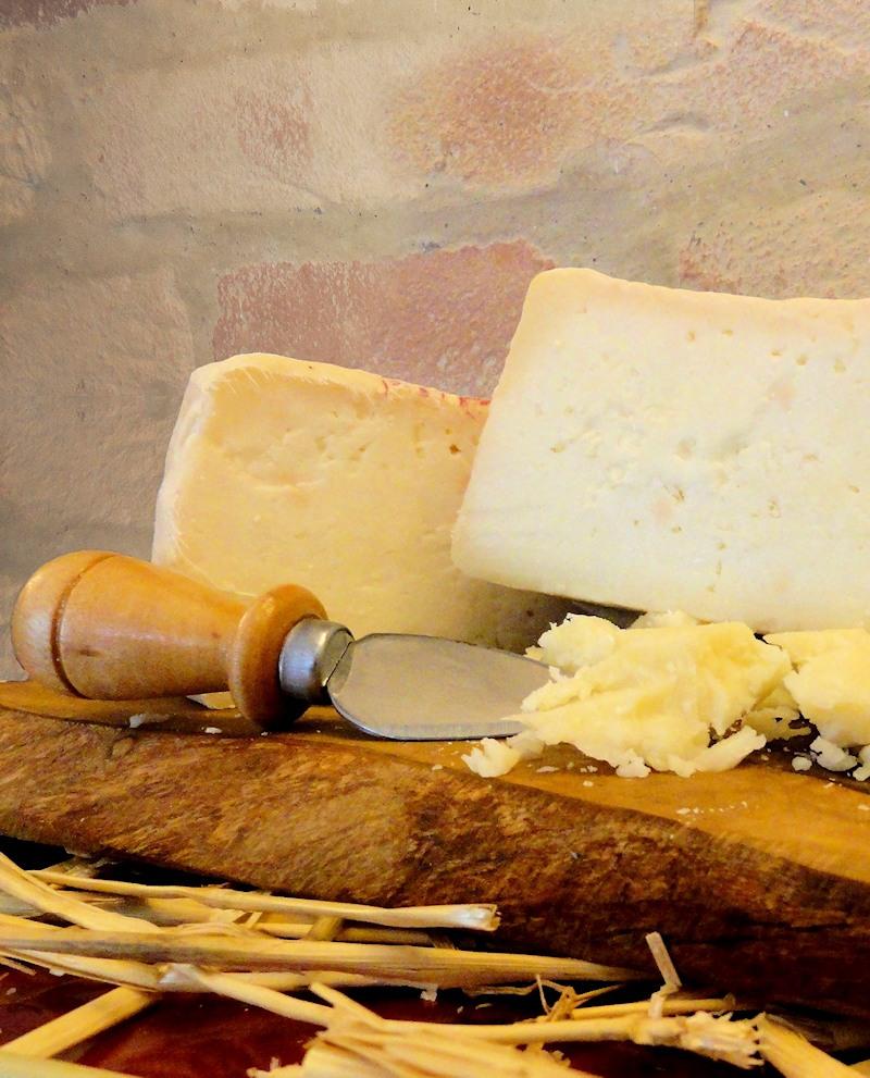 Formaggio contadino Caprino latte non pastorizzato stagionato nella fossa 700 g - Fosse Venturi