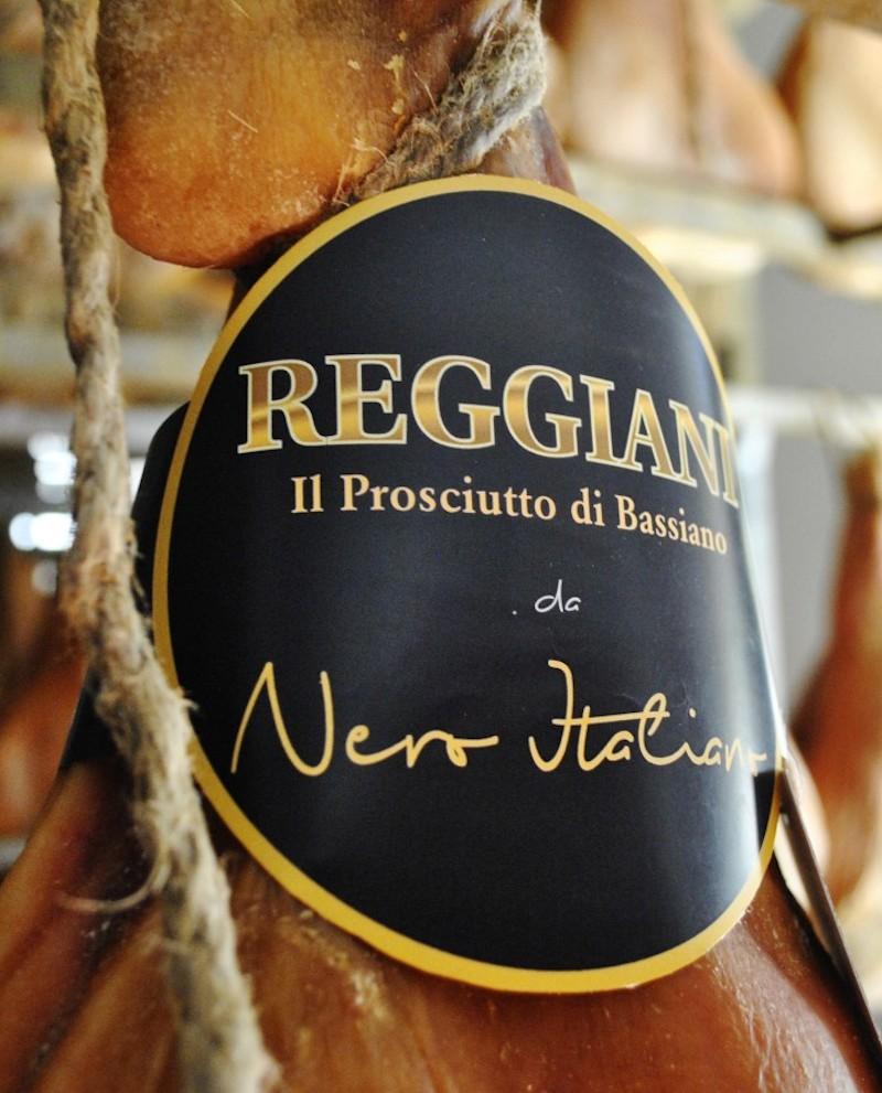 Prosciutto di Bassiano Da Nero Italiano, Casertano 9 Kg con osso - stagionatura 24 mesi - Reggiani